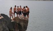 Cận cảnh nhảy hồ Đá cực kỳ nguy hiểm