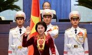 Các đại biểu Quốc hội nên đứng trong lễ tuyên thệ?