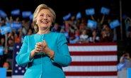 """Bà Clinton """"lạnh nhạt"""" với kết luận của FBI"""