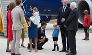 Hoàng tử bé nước Anh hờ hững với Thủ tướng Canada