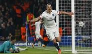 Ibrahimovic dập tắt hy vọng của Chelsea