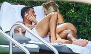 Ronaldo ôm ấp gái lạ ở Mỹ