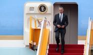 Cận cảnh Tổng thống Obama đặt chân xuống Tân Sơn Nhất