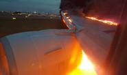 Máy bay Singapore bốc cháy khi hạ cánh khẩn cấp