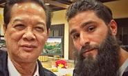 """Đạo diễn """"Kong: Skull Island"""" khoe ảnh chụp cùng Thủ tướng Nguyễn Tấn Dũng"""