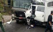 Xe chở phạm nhân tông nhau với xe biển đỏ, 6 người thương vong
