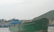 Bắt quả tang một tàu lớn đổ chất thải lạ xuống biển