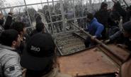 Cảnh sát đụng độ người di cư ở châu Âu