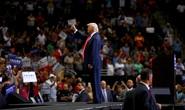 """""""Bó tay"""" với ông Trump!"""