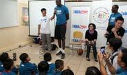 Trung phong bóng rổ cao 2,1 m đến Việt Nam