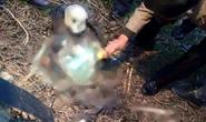 Kinh hãi phát hiện thi thể đeo balô phân hủy trơ xương