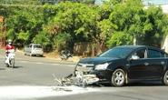 Xe máy cháy trơ khung sau cú va chạm với ô tô