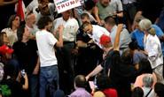 Hàng trăm người quậy cuộc tuần hành tranh cử của ông Trump