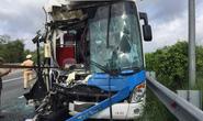 Xe khách tông xe container trên cao tốc Long Thành - Dầu Giây