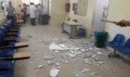 Trần nhà Bệnh viện Nhi Trung ương rơi mảng vữa lớn