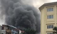 Hà Nội: Cháy kho hóa chất giữa khu dân cư