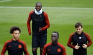Không cần ra sân, Yaya Toure chống đối Guardiola đến cùng