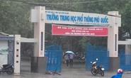 Hàng trăm TS ở đảo Phú Quốc đội mưa đi thi