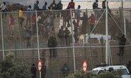 Hơn 1000 người cố vượt hàng rào sang Tây Ban Nha ăn tết