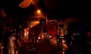 Cháy xưởng ở quận 12, nhiều nhà dân bị thiêu rụi