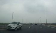 Truy tìm 5 ô tô chạy ngược chiều trên cầu Nhật Tân