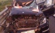 Xế hộp va chạm xe tải trên cao tốc, 4 người thương vong