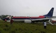 Máy bay chở 150 người trượt khỏi đường băng