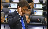 Lỡ lời về sex, nghị sĩ Malaysia bị ném đá