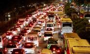 Kẹt xe dữ dội trên đường Phạm Văn Đồng tối cuối tuần