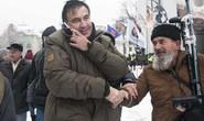 Cựu tổng thống Georgia chơi đuổi bắt với an ninh Ukraine