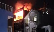 CLIP: Tòa nhà 5 tầng bốc cháy, đường Kỳ Đồng hỗn loạn
