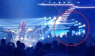 Britney Spears kinh hoàng khi fan cuồng lao lên sân khấu
