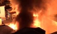 Cháy nhà đường Nguyễn Trãi, TP HCM lúc đêm khuya