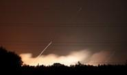 Ukraine: Nổ tại căn cứ quân sự, tên lửa bắn tứ tung lên trời