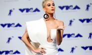 Mốt khoe ngực được chuộng tại MTV VMA 2017