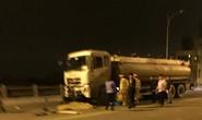 Va chạm xe bồn trên cầu Vĩnh Tuy, 3 thanh niên tử vong tại chỗ