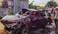 Phá cửa cứu 6 người nguy kịch trong xe bẹp dúm