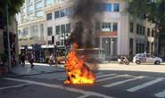 Đang chạy, xe tay ga bất ngờ bốc cháy giữa phố Tràng Tiền