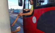 Tài xế đưa tiền lẻ tại BOT Biên Hòa: Bị dọa tước logo xe?