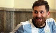 Bản sao Messi đến Nou Camp cổ vũ thần tượng
