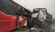 Kinh hoàng xe khách đấu đầu xe tải trên cao tốc Nội Bài-Lào Cai