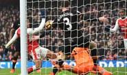 Sanchez dùng tay ghi bàn trận Arsenal thắng Hull