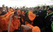 Thái Lan: Ẩu đả tại ngôi chùa có trụ trì rửa tiền