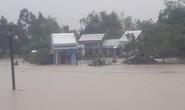 Làng mạc Quảng Nam ngập chìm trong nước, thủy điện vẫn xả lũ