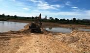 Ngang nhiên ngăn sông để khai thác cát