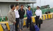 Kịp thời cứu 4 ngư dân Quảng Bình bị chìm tàu trên biển