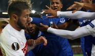 Fan Everton đánh hôi lúc cầu thủ ẩu đả