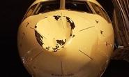 Máy bay móp mũi vì va chạm giữa không trung