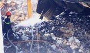 Tìm nguyên nhân vụ cháy kho hàng ở quận 4