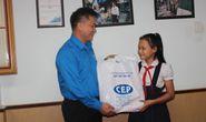 Trao 2.081 suất học bổng cho con thành viên CEP